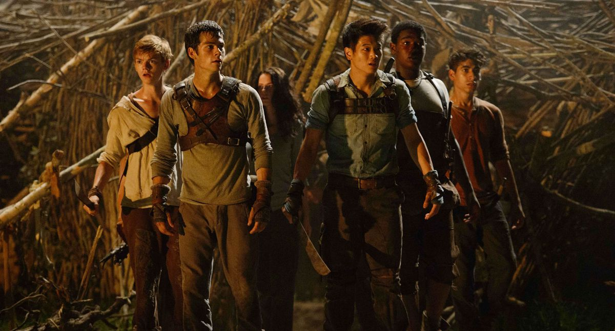 The Maze Runners stand together, looking frightened, in Maze Runner