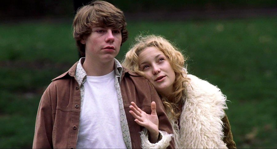 Kate Hudson and Patrick Fugit in Cameron Crowe'sAlmost Famous(2000).