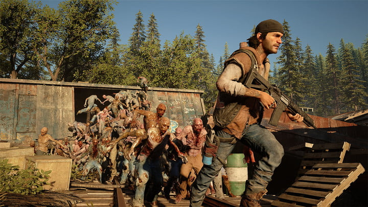 Days Gone's Deacon runs from a horde of zombies.